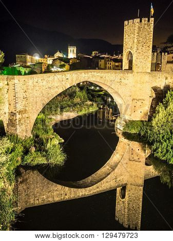 A night on the village of Besalu