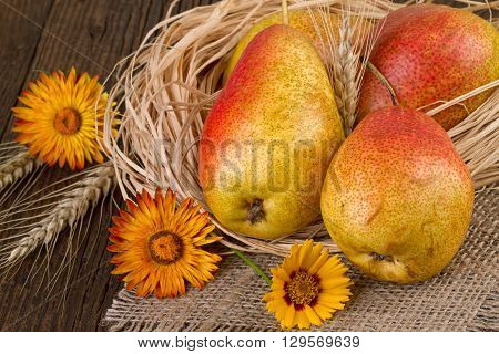 Decoration with ripe pears on jute napkin