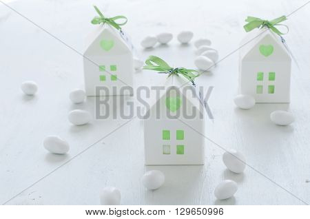 shaped favors the house that contain confetti italy