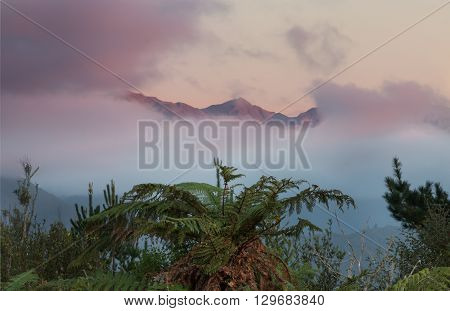 Tararua mountain in New Zealand with cloud around them.