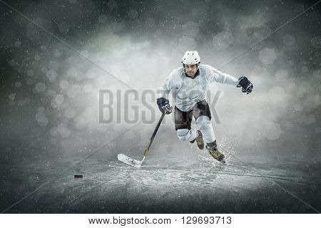 Ice hockey player on the ice, outdoors