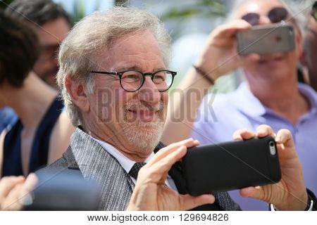Steven Spielberg attends 'The BFG (Le Bon Gros Geant - Le BGG)' photocall during the 69th annual Cannes Film Festival at the Palais des Festivals on May 14, 2016 in Cannes, France.