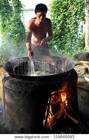 Vietnamese People Process Mussel