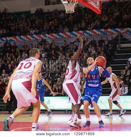 Bc Neptunas Forward Valdas Vasylius (42) With Ball