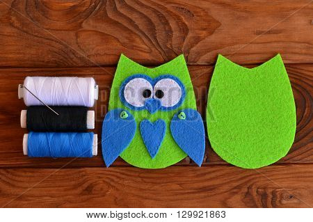Felt owl pattern. Stitched felt owl. Felt owl embellishment. Felt owl toy. How to make a cute felt owl toy - kids DIY crafts tutorial.
