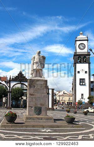 PONTA DELGADA, AZORES, PORTUGAL - SEPTEMBER 29, 2015: Monument to explorer Goncalo Velho Cabral on the main square of the town (Praca Goncalo Velho Cabral) with Portas da Cidade (Gates to the City) and Sao Sebastiao church on the background