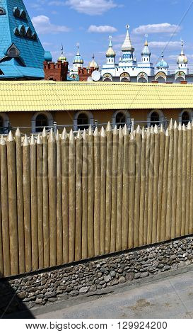 A fence made of sharpened pointed logs
