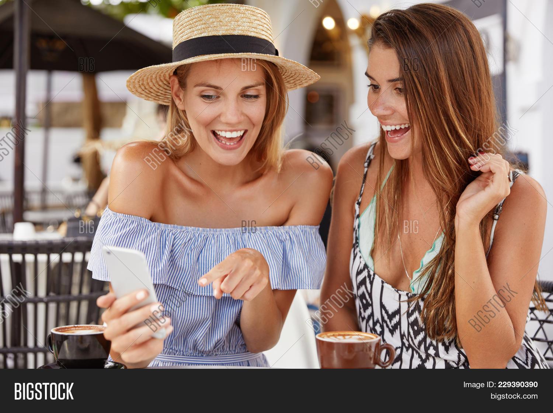 Dating Cafe für Frauen gratis