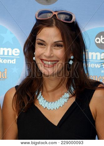 LOS ANGELES - SEP 11:  Teri Hatcher at the ABC Primetime Preview Weekend  on September 11, 2004 in Anaheim, CA.