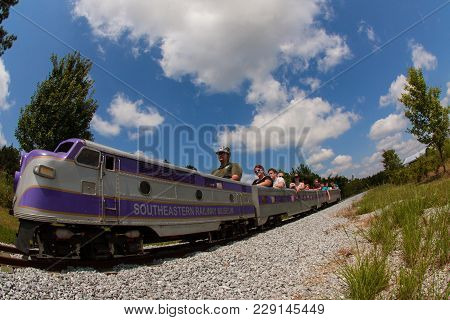 Duluth, Ga - August 2017: Parents And Kids Ride A Realistic Miniature Railroad Train At The Southeas