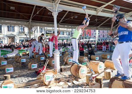 December 21st 2017, Bilbao, Spain-wood Chopping Competition For The Festivity Of St. Thomas