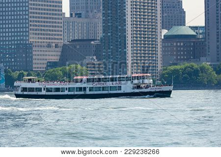 Circle-line Sightseeing Cruise
