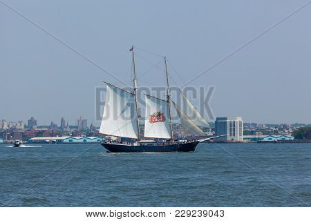 New York, Ny - May 25, 2016:  The Stella Artois Schooner Sails The Hudson River