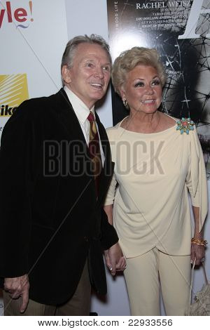 WEST HOLLYWOOD - OCT 12: Mitzi Gaynor and Bob Mackie at the Hollywood Life Hollywood Style Awards at the Pacific Design Center, West Hollywood, California on October 12, 2008
