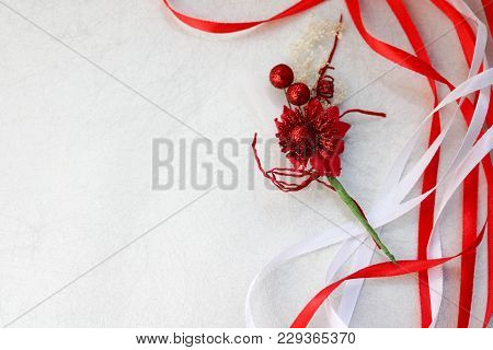 Texture Red Shiny Artificial Decorative Flower Decorated With Balls With Red And White Beautiful Fes