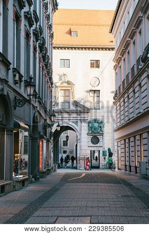 Munich, October 29, 2017: Editorial Image Of Perspective View Of Alley, Narrow Street Intersection S