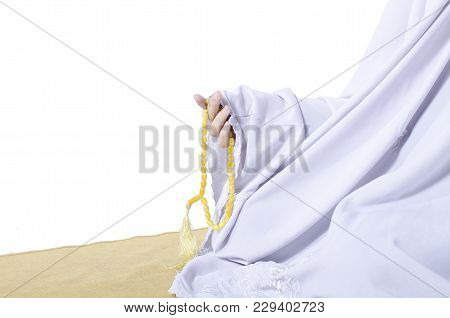 Cropped Image, Young Woman Wear Shawls For Prayer And Hand Holding Beads