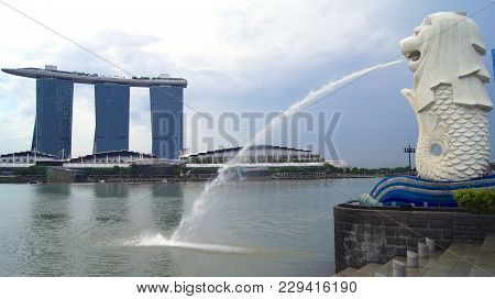Singapore - Apr 2nd 2015: The Merlion Fountain And Singapore Skyline. Merlion Is A Mythical Creature