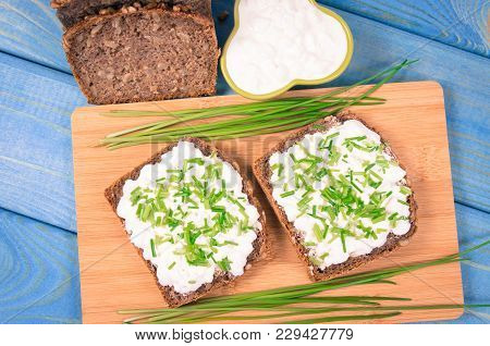 Sandwiches With Cottage Cheese And Chives.