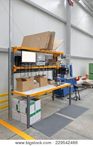 Efficient Configure Of Packing Station For Order Fulfillment In Distribution Center