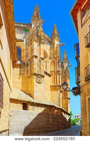 Narrow Medieval Streets Of The City Of Segovia, Near Madrid. In 1985 The Old City Of Segovia And Its