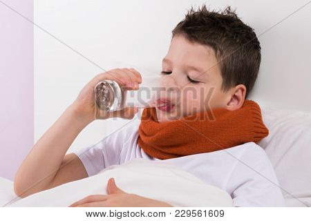 The Boy In The Crib Drinks Water From The Glass, The Doctor's Recommendations In Case Of Illness