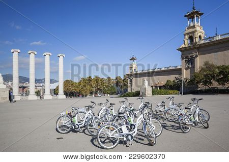 Barcelona,spain-november 7,2013: Group Of Rental Bikes And Four Columns, Les Quatre Columnes Or Colu