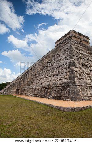 Majestic Ruins In Chichen Itza,mexico.chichen Itza Is A Complex Of Mayan Ruins. A Massive Step Pyram