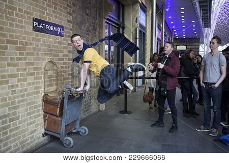 London, Uk - Mar 19, 2016: Kings Cross Station Wall Visited By Fans Of Harry Potter To Photograph Si
