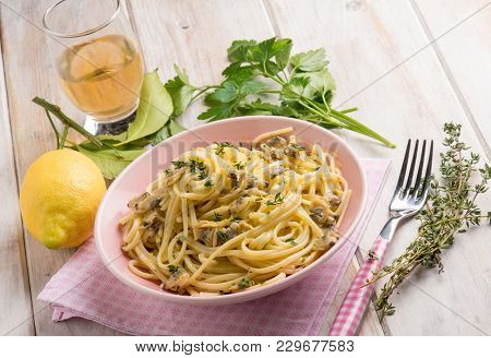 spaghetti with clam and thymus