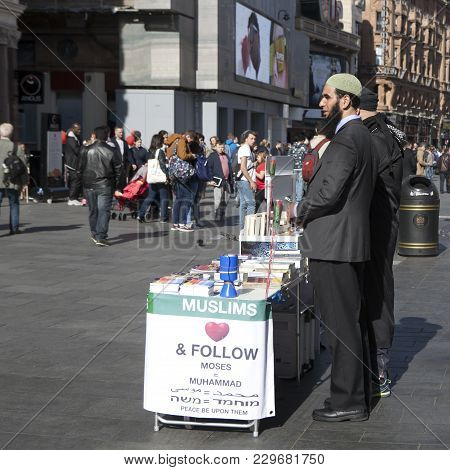 London, England - August 25 , 2016 Believers Muslims Are On The Leicester Square Explaining All Inte