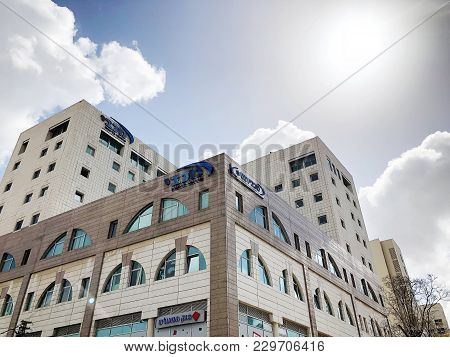 Rishon Le Zion, Israel- February 27, 2018: Building Against A Blue Sky With Clouds In The Center Of