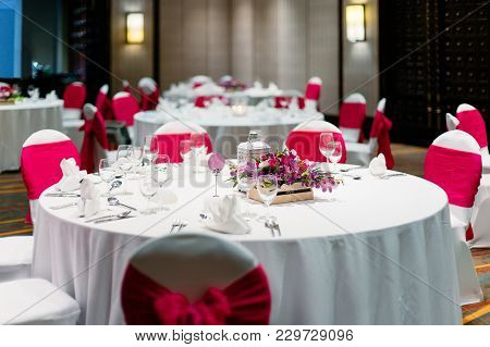Wedding Reception Dinner Table, White And Red Theme Chairs