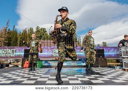 Sheregesh, Kemerovo Region, Russia - April 22, 2017: Grelka Fest Is An Entertainment Activity For Sk
