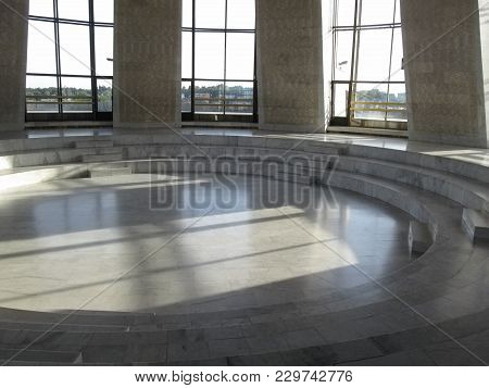 Ukraine, Kiev - September 17, 2017: Marble Rotunda There Is The Hall Of Fame Of The National Museum