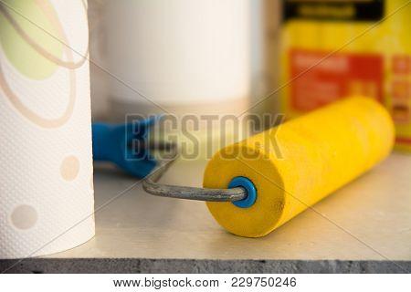 Rubber Wallpaper Roller And Vinyl Wallpaper For Room Repair
