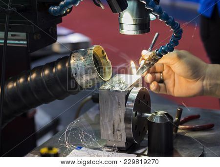 The Hi-precision Welding Process ; Laser Welding Equipment