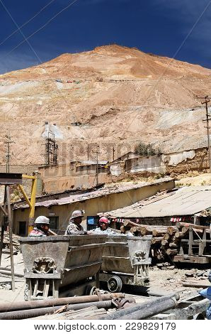 Potosi, Bolivia - 17 September 11: Miners During The Work In An Ancient Gold Mine And Of Silver To E