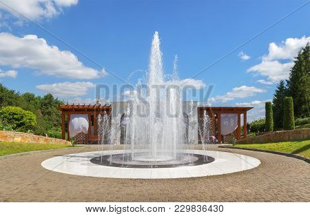 Vladimir, Russia - August 10, 2017: The Fountain And A Wooden Gazebo In The Patriarchal Garden.