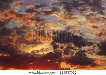 A Beautiful Sunset.shot Of A Dramatic Sunset. Dramatic Sky Background.a Scenic Sunset. Beautiful Sky