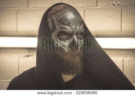 Creepy Makeup. Makeup Aluminum Skull. Portrait Of A Guy Makeup Skull. Makeup Portrait Of A Man