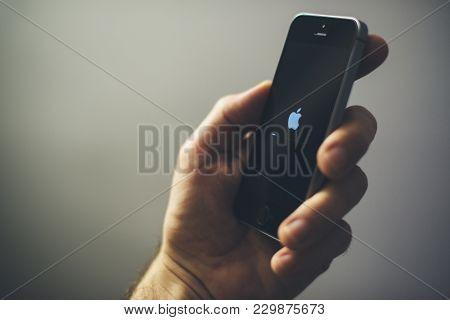 Novi Sad, Serbia - March 06, 2018: Apple Iphone Se Mobile Phone In Male Hand, Illustrative Editorial