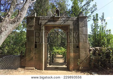 Vila Real, Portugal - September 22, 2017: Mateus Palace Large Gardens With An Arch Leading To The Fo