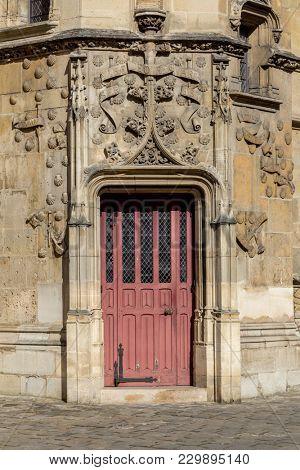 Decorated door and doorway in Paris