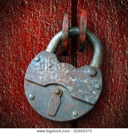 Rusty Hinged Lock, Closed