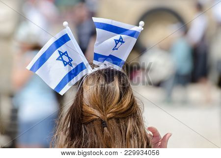 The Patriotic Girl With Israeli Flag On His Head Celebrate Israel Independence Day