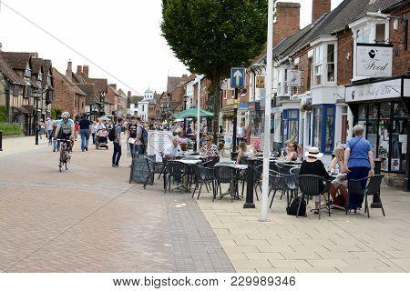 Stratford Upon Avon, Uk - July 7, 2017: A Busy Touristic Street In Stratford Upon Avon, Warwickshire