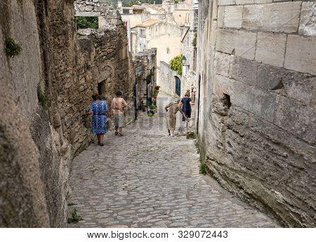Les Baux De Provence, France - June 26, 2017: Street In Medieval Village Of  Les Baux De Provence. L