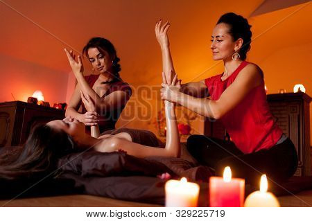 Relax Tantric Massage For Women Using The Aroma Of Oils