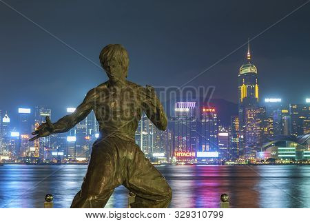 Hong Kong - Sept. 25 : Bruce Lee Statue On The Avenue Of Stars On Sept 25, 2015 In Tsim Sha Tsui, Ho